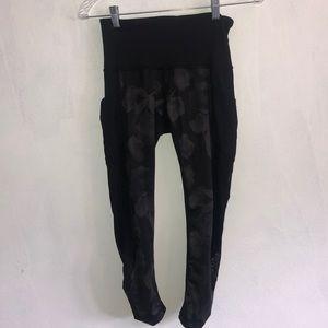LULULEMON black pattern leggings/capris